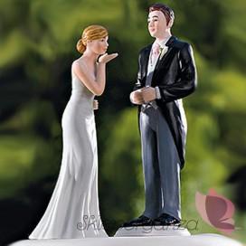 Porcelanowa figurka na tort - Przesyłam pocałunek