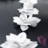 Paleta - biel, zieleń, róż Kwiatki z błyszczącą aplikacją, białe
