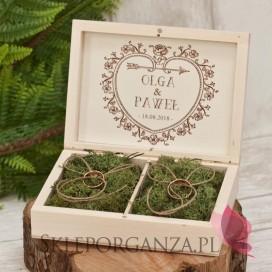 Drewniane pudełko na obrączki mech - personalizacja