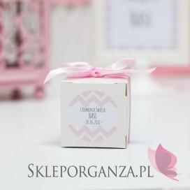 Pudełko kostka biała Komunia – personalizacja CHEVRON RÓŻOWY