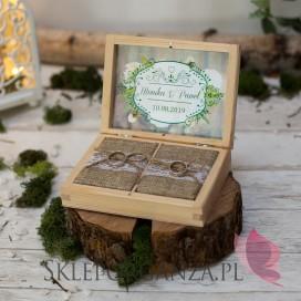 Drewniane pudełko na obrączki - personalizacja WOODLAND