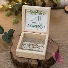 Drewniane, kwadratowe pudełko na obrączki - personalizacja kolekcja ślubna EUKALIPTUS
