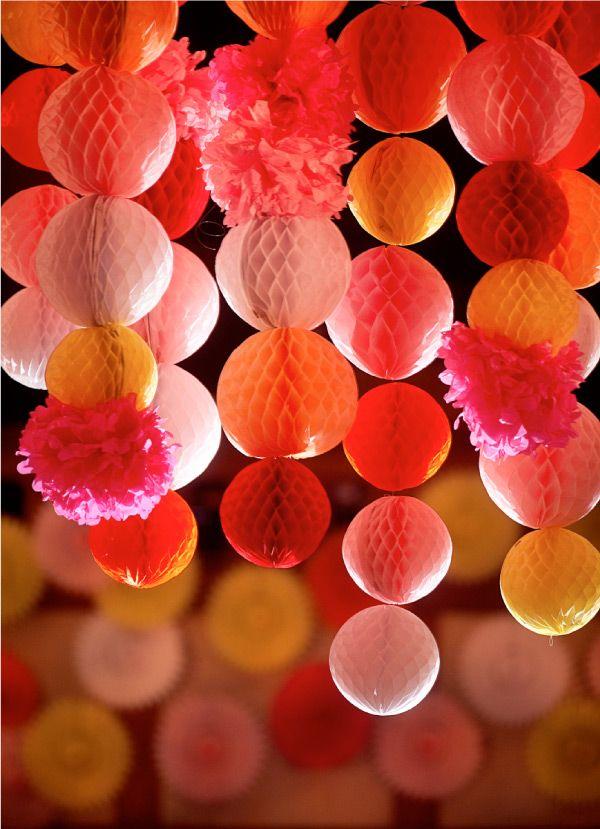 ROZETY DEKORACYJNE  papierowe dekoracje rozetki dekoracyjne rozety śnieżynki dekoracje z papieru rozety papierowe dekoracje na przyjęcia dekoracje z bibułki rozkładane rozety dekoracyjne dekor pomysł na dekoracje rozety do dekorowania pomieszczeń rozetki na urodziny dekoracje na chrzest dekoracja na komunię rozeta dekoracyjna dekoracje sali weselnej dekoracje papierowe na przyjęcia rozeta rozety dekoracje dekoracja weselna dekoracja urodzinowa dekoracja na chrzest dekoracja na komunię fajna dekoracja papierowa lekka dekoracja dekoracje wiszące dekoracje do powieszenia rozetki rozetki papierowe dekoracje na przyjęcia szybka dekoracja rozetki do candy baru rozetki nad słodki stół dekoracje nad słodki stół dekorowanie rozetami  rozety w różnych kolorach plaster miodu rozetki na przyjęcia rozkładane rozetki dekoracyjne papier jako rozetka rozetki na ślub I wesele rozeta do dekoracji sali weselnej rozetki do dekoracji  papierowe rozetki do dekoracji rozetki papierowe rozetki wiszące rozetki wiszące sklep  kule papierowe rozetka śnieżynka kule z paieru kule do dekoracji dekoracje slubne rozetka szara rozetka j.niebieska rozetka różowa rozetka j.różowa rozetka fioletowa rozetka brzoskwiniowa rozetka kremowa kula dekoracyjna papierowa kula z plastrem miodu kula rozkładana abażur dekoracyjny dekoracje tiffany blue dekoracje czerwone dekoracje na uroczystości rozeta w kształcie śnieżynki rozetki jasny fiolet dekoracje wiszące z rozet rozety na każdą okazję baby shower roczek chrzest komunia święta dekorowanie sal weselnych papierowa kula jasnoniebieska papierowa kula ciemnoniebieska papierowa kula mietowa papierowa kula jasnoróżowa 20cm papierowa kula ciemnoróżowa 20cm. Papierowa kula szara papierowa kula różowa papierowa kula brzoskwiniowa papierowa kula kremowa papierowa kula rozkładana modna dekoracja dekoracja na czasie papierowa kula jasnofioletowa  brzoskwinia krem mięta szary tiffany blue jasnyfiolet fiolet jasnyróż ciemnyróż jasnoniebieski ciemnoniebieski biały brzosk