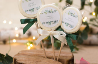 upominki dla gości, podziękowania dla gości weselnych, upominki dla gości kolekcja eukaliptus, podziękowania dla gości kolekcja eukaliptus, oryginalne personalizowane upominki, upominki z pomysłem, personalizowane podziękowania dla gości, niedrogie upominki, lizaki z personalizacja, podziekowania dla gosci lizaki, upominki personalizowane lizaki, podziekowania dla gości lizaki smakowe