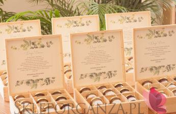 personalizowane szkatułki, personalizowane szkatułki z miodami, persoanlizowane skrzyneczki, mini miody, mini miodziki, zestawy prezentowe, personalizowane zestawy prezentowe, szkatułki z personalizacją