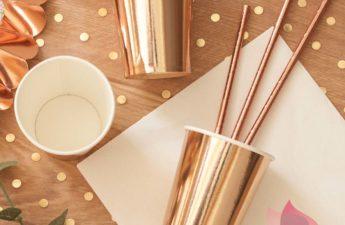 kolekcja rose gold, rose gold, talerzyki w kolorze rose gold, kubeczki w kolorze rose gold, słomki w kolorze różowego złota, konfetti w kolorze różowego złota, dodatki w kolorze rose gold, akcesoria w kolorze rose gold, dodatki i akcesoria w kolorze roóżowego złota