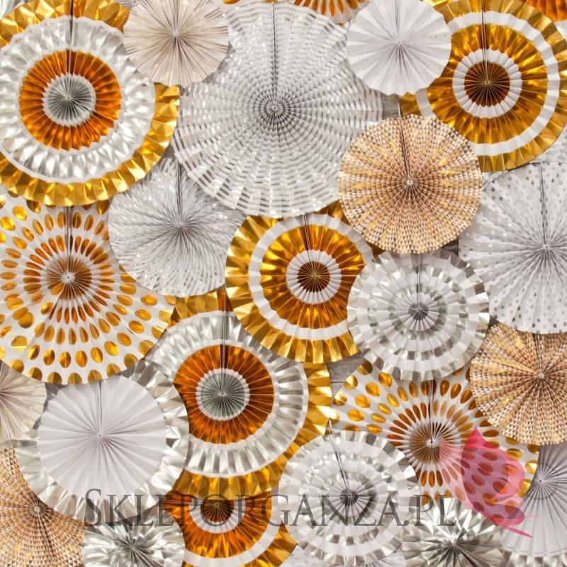 sylwester girlandy, dekoracje sylwestrowe, ozdoby sylwestrowe, dodatki na sylwestra, girlandy sylwestrowe, kurtyny sylwestrowe, dekoracje wiszące, dekoracje papierowe, lampiony kule, papierowe kule, dekoracje na stół sylwestrowy, kolekcja rose gold, kolekcja srebrne gwiazdki, dodatki złote, dodatki srebrne, dekoracje czarne, dekoracje rose gold